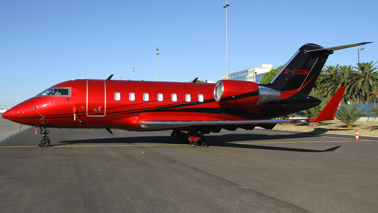 Bombardier cl 600 2b16 challenger 605 at nice airport